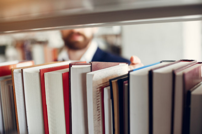 college students battling textbook publishers