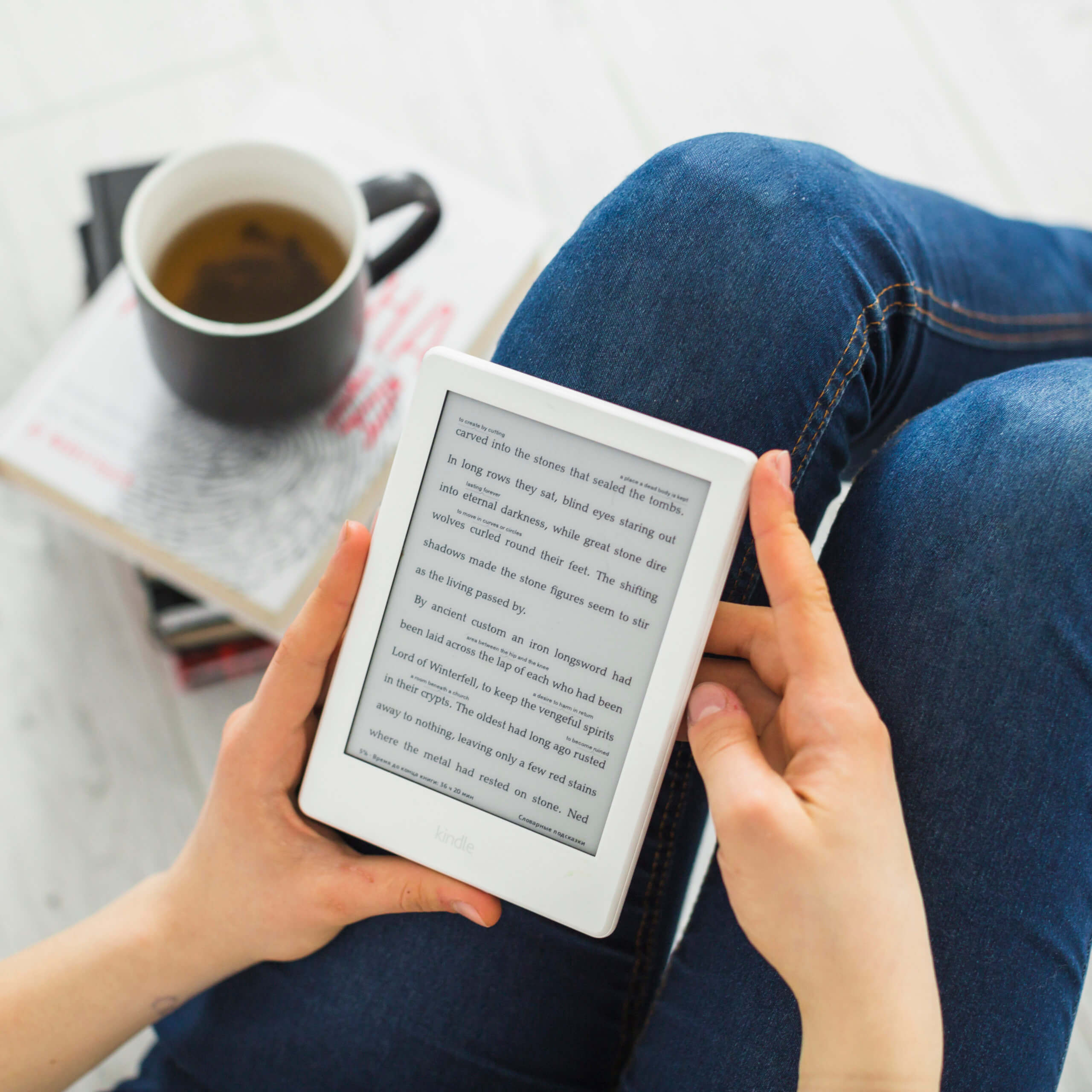 The Pros and Cons of E-Books - Tips from Tom the Bookworm