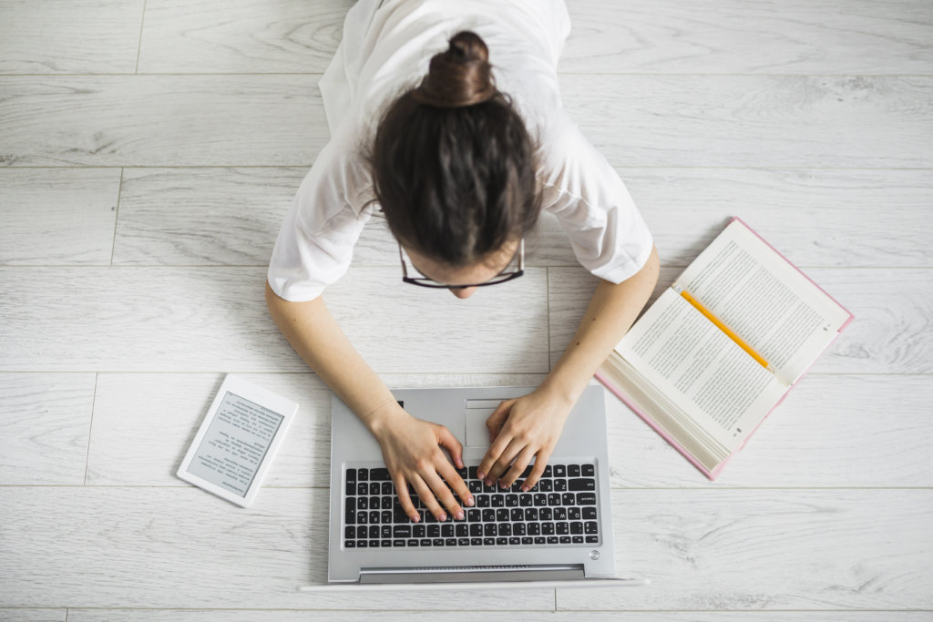 a student using ebooks