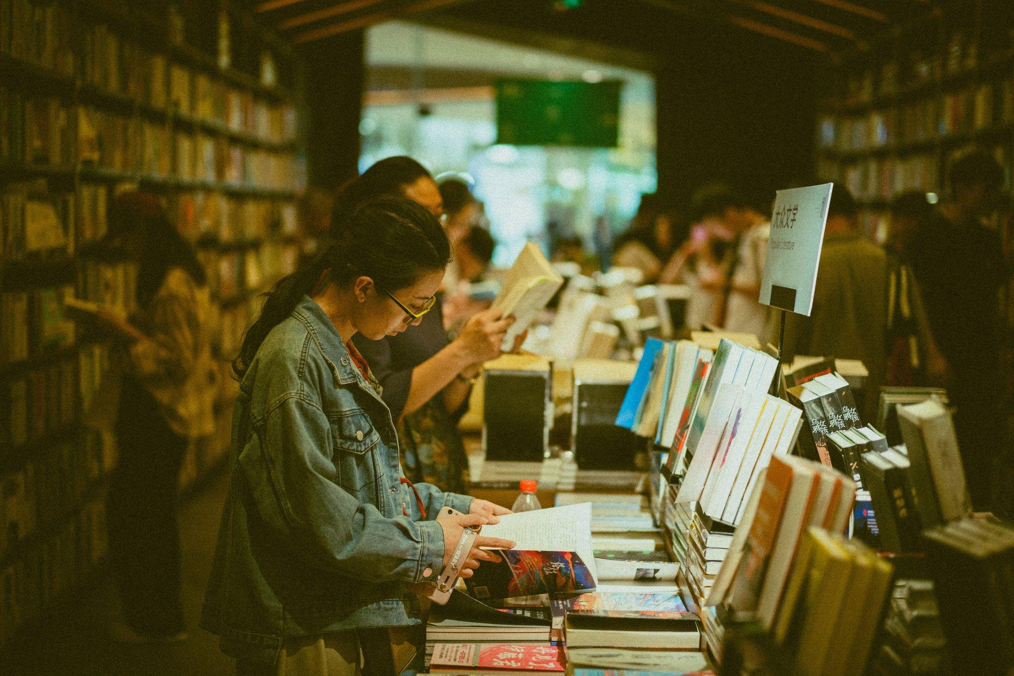 распространенным почему нельзя фотографировать в книжных магазинах интерьере делает атмосферу