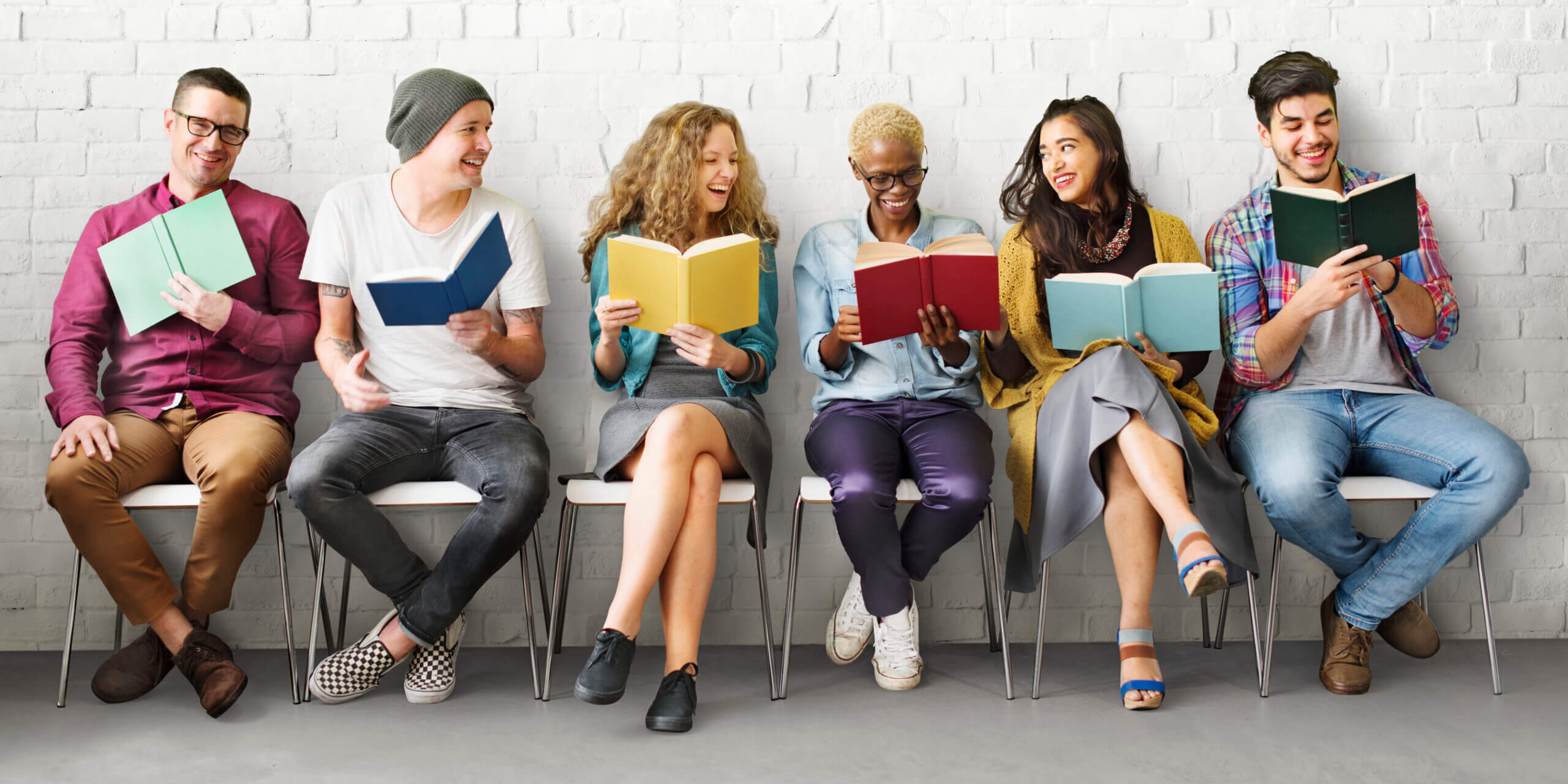 people participating in book clubs for book therapy