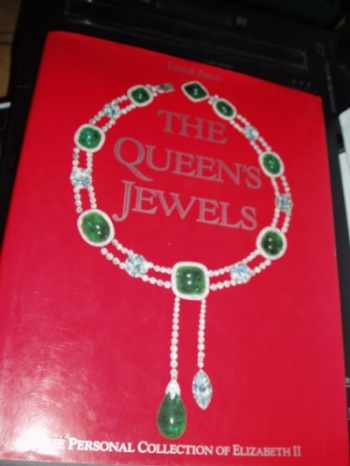 9780810915251-0810915251-The Queen's Jewels: The Personal Collection of Elizabeth II